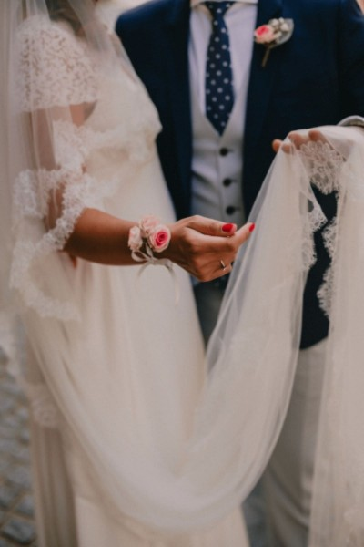 Wedding chantilly lace veil