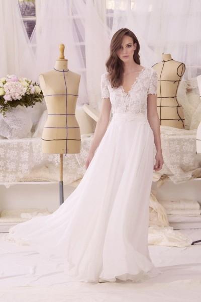Wedding dress Atelier Emelia Chatou front