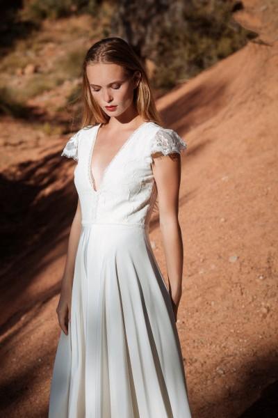 Wedding dress Alba Serenade front