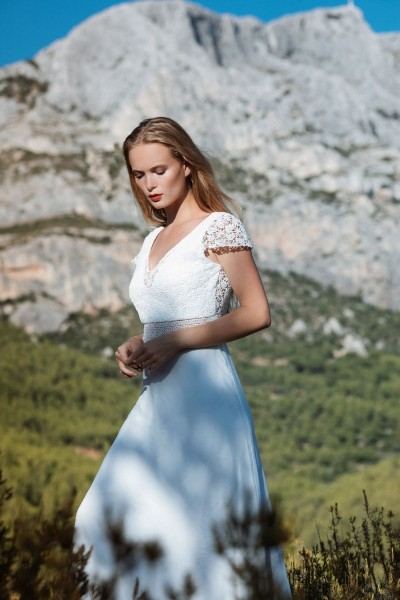 Wedding dress Alba Cadence front